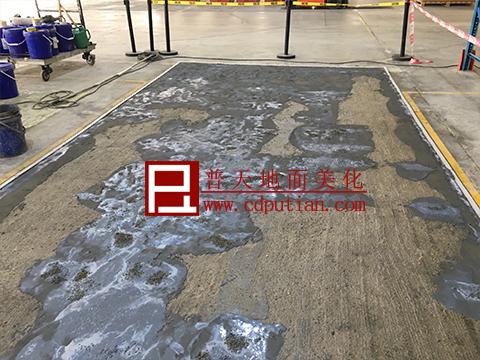 修补剂修复破烂水泥地坪工艺5